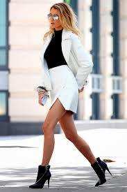Blake Lively walking down the street. (She's an actress, she probably wants everyone to notice her.)