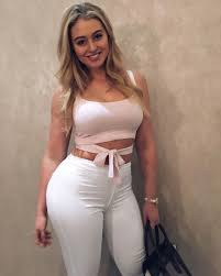 Iskra Lawerence, curve model.